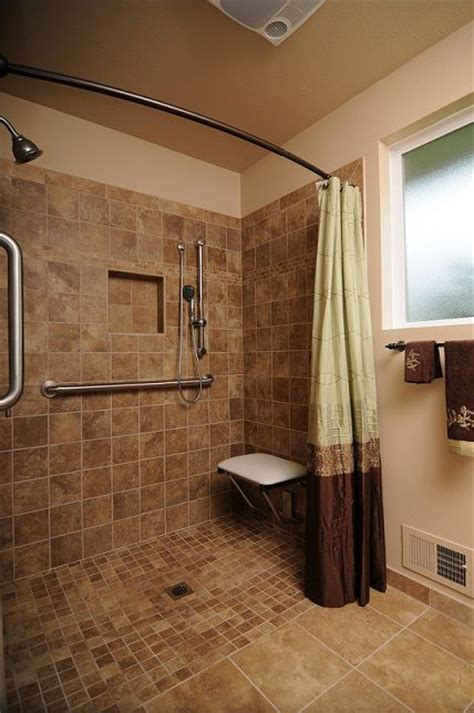 Shower Without Door Or Curtain by Best 25 Handicap Bathroom Ideas On