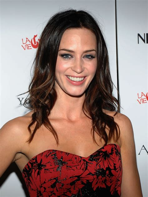 actress emily blunt a new life hartz english actress emily blunt hairstyle