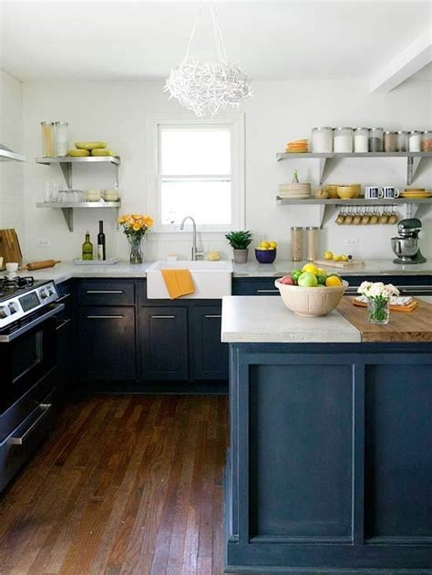 no cabinets in kitchen the peak of tr 232 s chic kitchen trend no upper cabinets