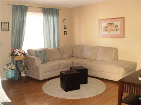 what color curtains with brown walls what color of curtains pillows will match tan couch