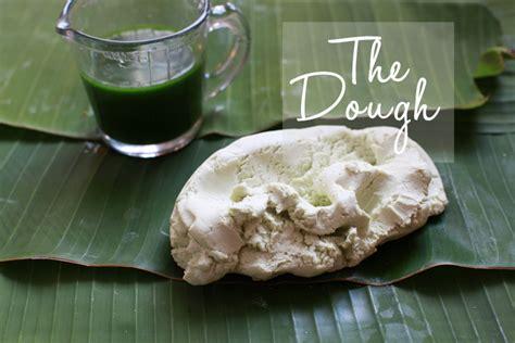 steam glutinous rice balls drench  coconut milk putri