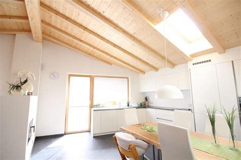 illuminazione travi legno realizzazione soffitto a travi in legno