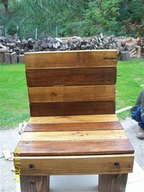 diy comfortable chair 5 diy pallet chair ideas for comfortable sitting 99 pallets