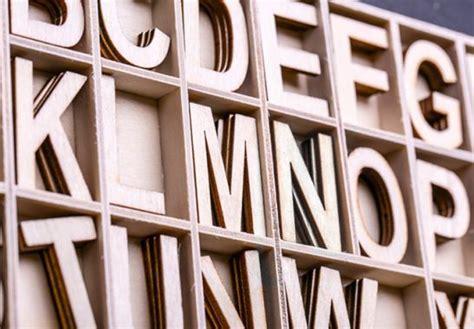 lettere in legno brico 1000 idee su lettere di legno su iniziali