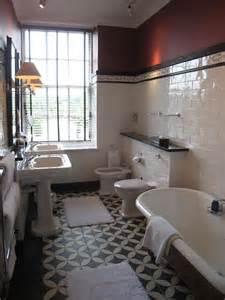 salle de bain retro carreaux de ciment noir et blanc 224