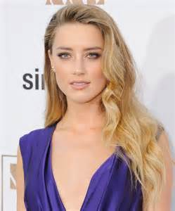 How to wear beach waves for a night out like amber heard instyle com