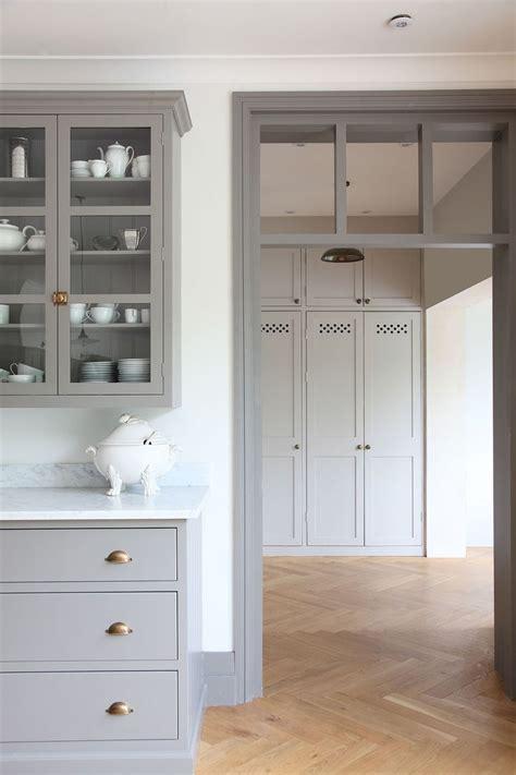 kitchen cabinet floor trim 25 best ideas about gray kitchen cabinets on pinterest