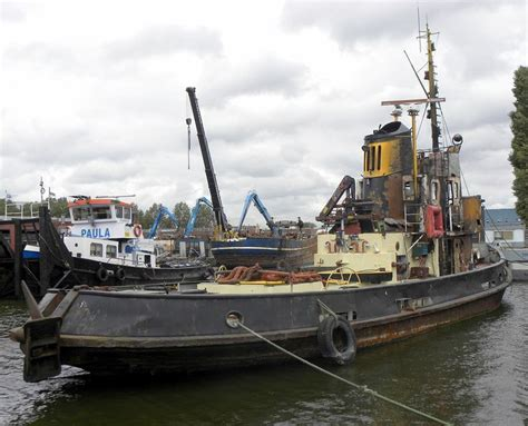 dutch tug boats for sale this dutch tugboat the quot port of beyrouth quot was scuttled