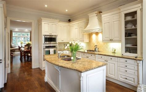 White Kitchen Cabinets Beige Countertop by 35 Striking White Kitchens With Wood Floors D 233 Coration De La Maison