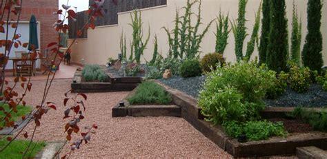 imagenes de jardines exteriores pequeños como dise 241 ar un jard 237 n
