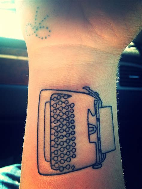 typewriter tattoo best 20 typewriter ideas on typewriter