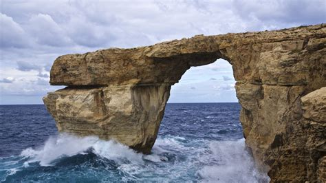 azure window collapses malta landmark used in game of thrones collapses itv news