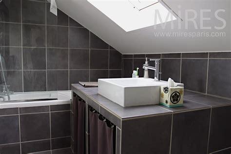 petite salle de bains mansardee  mires paris