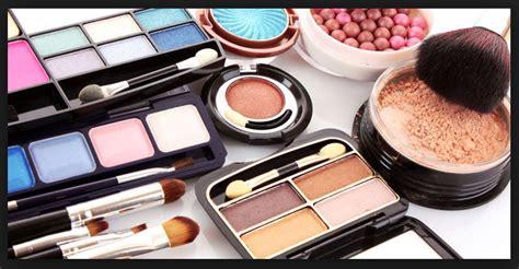 Maskara Dan Eyeliner 2in1 Revlon Wanita Wajib Punya Lima Alat Make Up Ini Berita Terkini