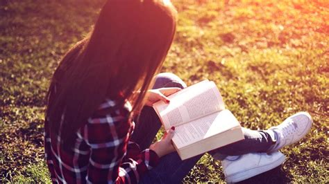 images of lovers 15 things only book lovers would truly understand