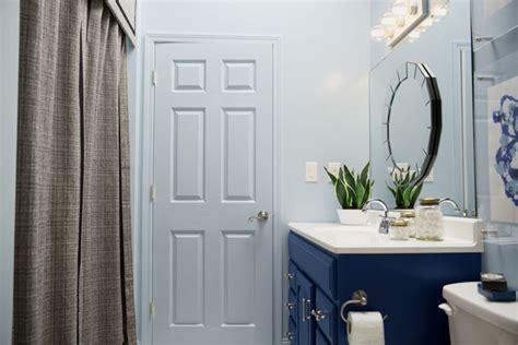 builder grade bathtubs a blogger vs builder grade bathroom makeover the makerista