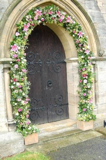 Flirty Fleurs Blog features chapel decorations.   Flowers