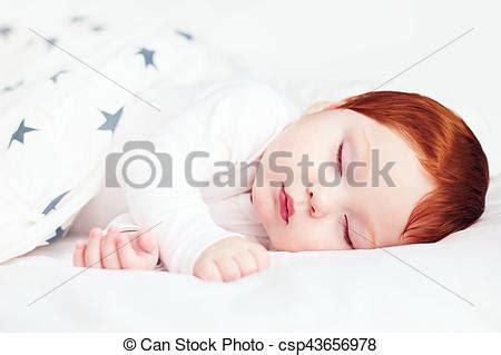 rothaarige im bett sch 246 ne s 228 ugling bett eingeschlafen rothaarige baby