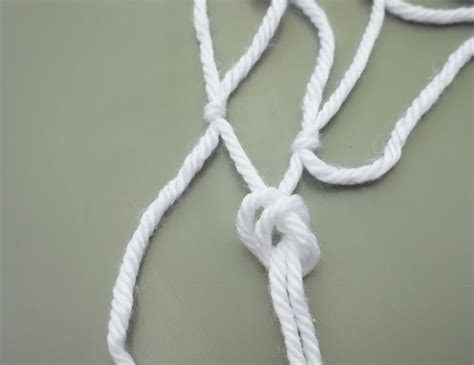 Easy Macrame Knots - an easy macrame diy table runner