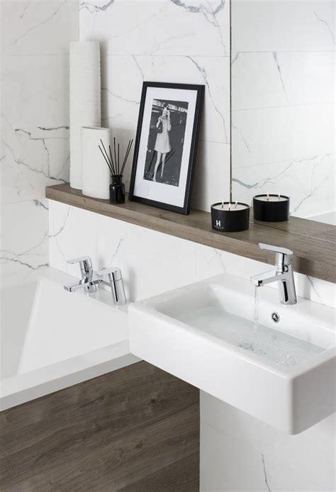 modern natural bathroom best 25 small bathroom bathtub ideas on pinterest small