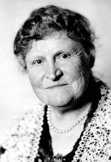 Henrietta Muir Edwards — Wikipédia
