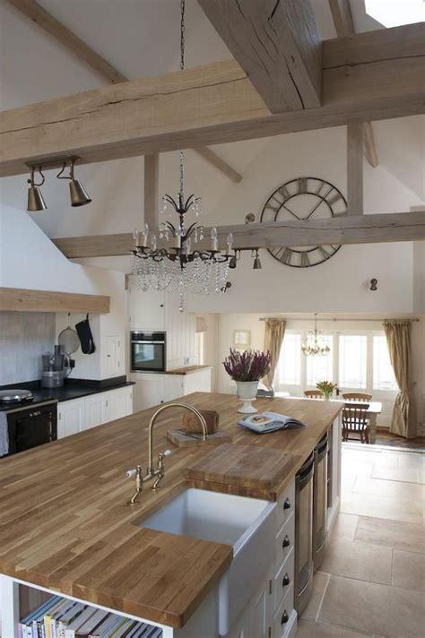 cuisine en bois 517 les 25 meilleures id 233 es concernant poutres de plafonds
