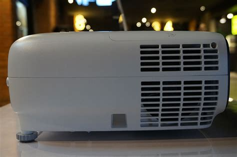 Proyektor Bioskop benq cinehome w1700 dan cinepro w11000h proyektor 4k uhd hdr kelas bioskop untuk rumahan