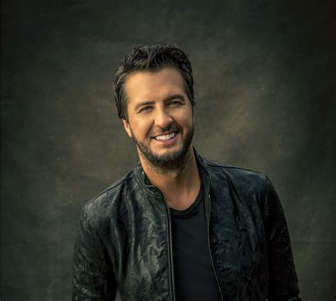 luke bryan june 2 2019 country lakeshake chicago s 3 day country music festival
