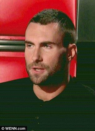 Model Rambut Maroon 5 by Putus Cinta Adam Levine Langsung Cukur Rambut