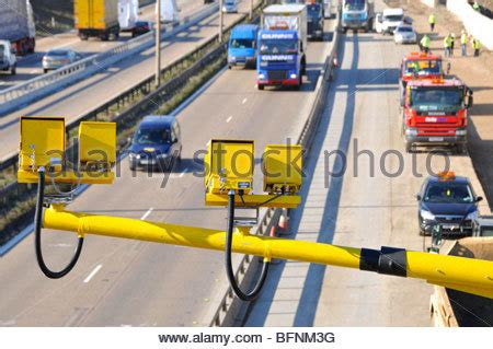 m25 motorway variable speed cameras monitoring traffic