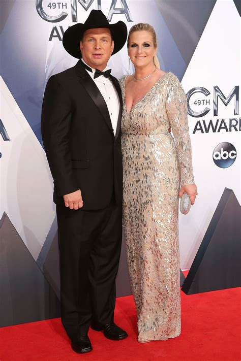 garth brooks and wife trisha yearwood announce joint holiday album