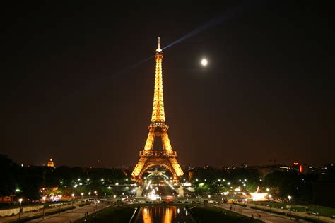eiffel tower paris paris eiffel tower at night