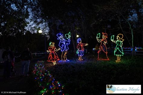 zoo lights at the fresno chaffee zoo vacationmaybe com
