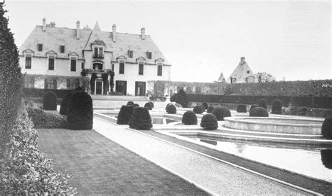 gatsby s house description file kahn estate oheka castle jpg wikimedia commons