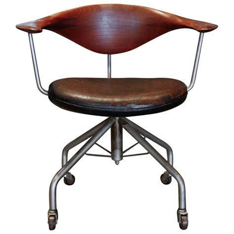 Swivel Chair By Hans Wegner Denmark 1955 At 1stdibs Hans Wegner Swivel Chair