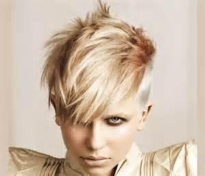 magnifique coupe de cheveux court pour femme tendance