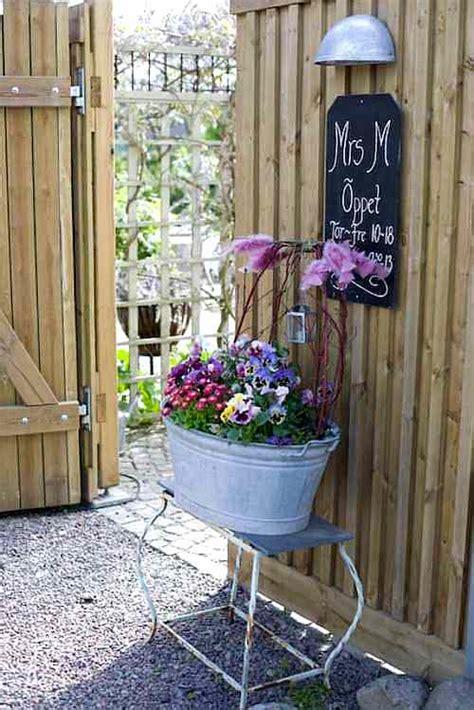 decorar jardines vintage decoracion jardin tiestos y jarrones vintage y originales
