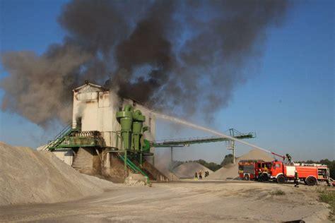 polizeibericht rottal inn moosburg landshut gro 223 brand bei isarkies rauchwolke