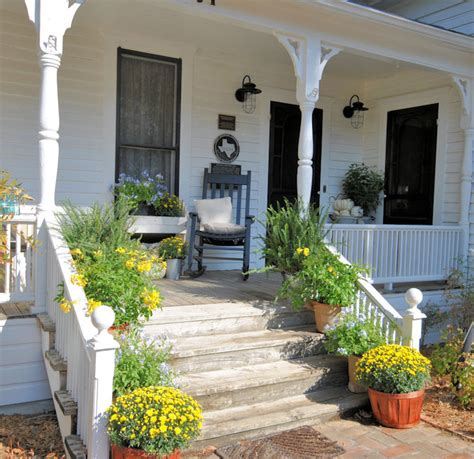 farmhouse porches laurieanna s vintage home farmhouse friday 5 farmhouse