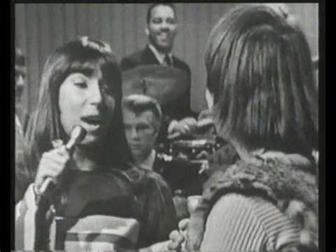 i got you babe sonny and cher top of the pops 1965 i got you babe sonny and cher memories pinterest