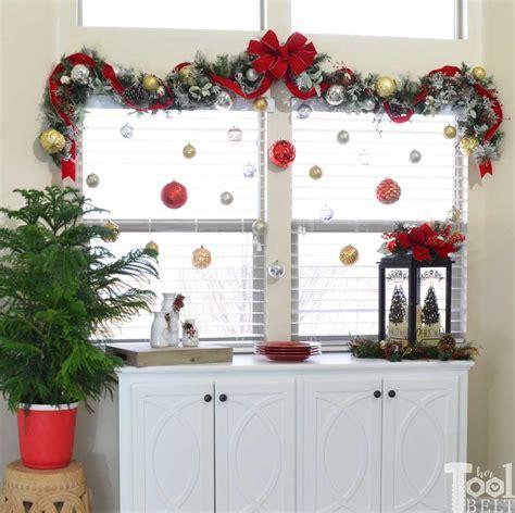Hertoolbelt Laurel&Wolf Christmas Decorating buffet table