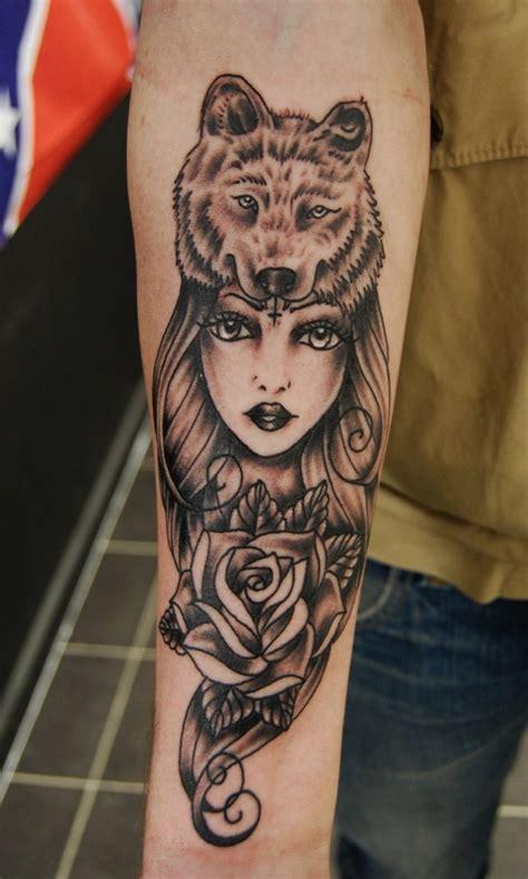 tattoo girl images tattoo von rose und junger frau mit wolfskopf in tusche