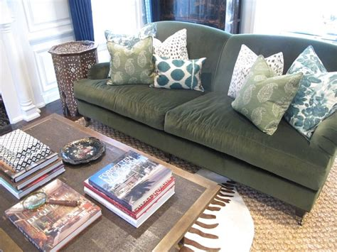 throw pillows for green couch 25 best ideas about olive living rooms on pinterest
