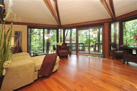 tree house for sale topsider tree house in the pennsylvania woods for sale realtor com 174