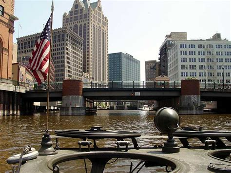 public boat launch milwaukee river great lakes seaway shipping news archive
