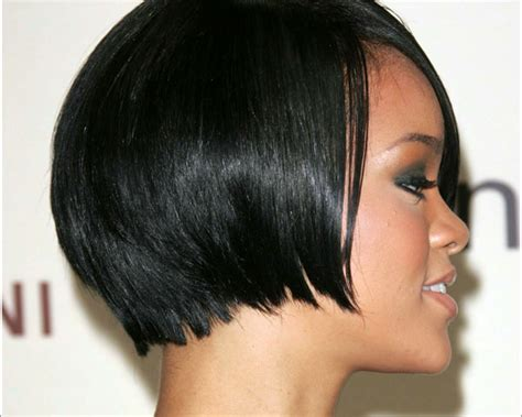 two ear hairstyle black bob cut hairstyle reaching below ears provides nice