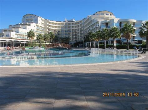 u shaped building u shaped hotel building with outdoor pool picture of