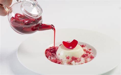 panna cotta anrichten so richtet ein dessert richtig und sch 246 n an profi