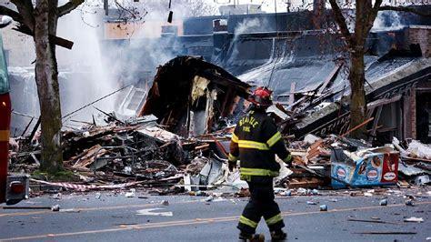 seattle explosion map 9 firefighters hurt as blast levels building in seattle s