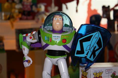 Best Seller Story Power Blaster Buzz Quantum Energy Shield disney gift preview 2012 pixar merchandise